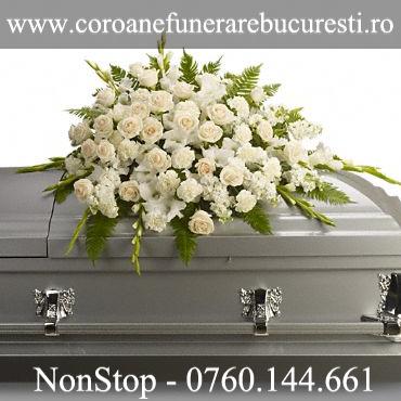 Aranjament Flori Albe Sicriu Coroane Funerare Bucuresti